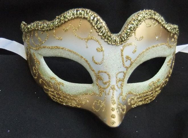 Cream & Gold Mini Petite Mask